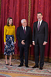 King Felipe VI of Spain (r) and Queen Letizia of Spain (l) receive Palestinian President Mahmoud Abbas. May 24 ,2017. (ALTERPHOTOS/Pool)