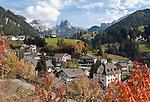 Italy, South Tyrol, Alto Adige, Dolomites, San Cristina in Val Gardena with Gran Cir mountain and Sella Group (right) | Italien, Suedtirol, Dolomiten, Groednertal, St. Christina in Groeden mit Grosser Cirspitze und Sellagruppe (rechts)