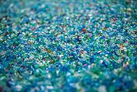 a Novedrate (CO) la Freudemberg è specializzata nel riciclaggio della plastica. Produce ifilato  e tessuto non tessuto in materiale plastico partendo dal riciclo delle bottiglie di plastica PET provenienti dalla raccolta differenziata dei rifiuti.