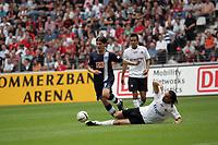 Marko Pantelic (Hertha BSC Berlin) kommt an Sotirios Kyrgiakos (Eintracht Frankfurt) nicht vorbei