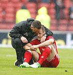 Derek McInnes and Niall McGinn dejection