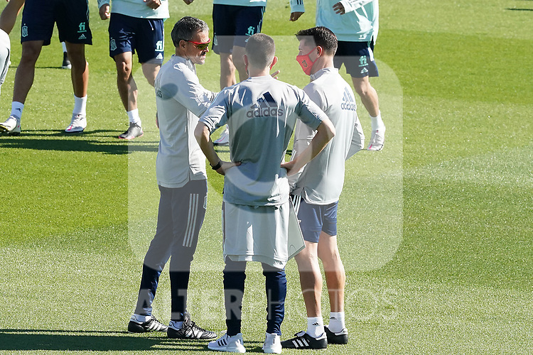 Spain's coach Luis Enrique Martinez (l) with the physical trainer Rafel Pol (c) and the second coach Jesus Casas during training session. October 6,2020.(ALTERPHOTOS/Acero)