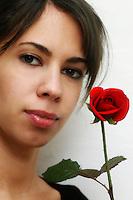 Sara e la rosa. Sara and the rose...