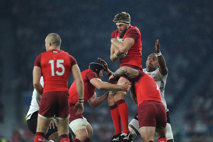 Geoff Parling of England secures the ball during Match 1 of the Rugby World Cup 2015 between England and Fiji - 18/09/2015 - Twickenham Stadium, London <br /> Mandatory Credit: Rob Munro/Stewart Communications