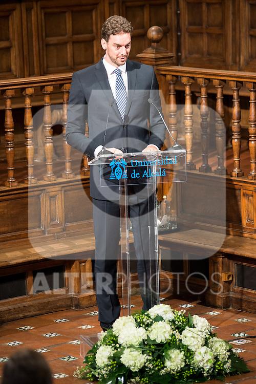 "King Felipe VI of Spain delivered the ""Camino Real"" award to NBA spanish basketball player Pau Gasol at Alcala de Henares University in Madrid, July 15. 2015.<br />  (ALTERPHOTOS/BorjaB.Hojas)"