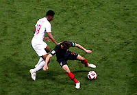 MOSCU - RUSIA, 11-07-2018: Josip PIVARIC (Der) jugador de Croacia disputa el balón con Marcus RASHFORD (Izq) jugador de Inglaterra durante partido de Semifinales por la Copa Mundial de la FIFA Rusia 2018 jugado en el estadio Luzhnikí en Moscú, Rusia. / Josip PIVARIC (R) player of Croatia fights the ball with Marcus RASHFORD (L) player of England during match of Semi-finals for the FIFA World Cup Russia 2018 played at Luzhniki Stadium in Moscow, Russia. Photo: VizzorImage / Julian Medina / Cont