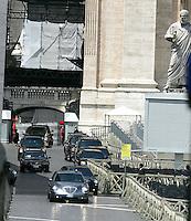 Il corteo di auto del Presidente degli Stati Uniti George W. Bush lascia il Vaticano, 13 giugno 2008, dopo l'incontro con il Papa..U.S. presidential cars crosses St. Peter's square, Vatican, 13 june 2008, after the meeting of President George W. Bush with the Pope..UPDATE IMAGES PRESS/Riccardo De Luca