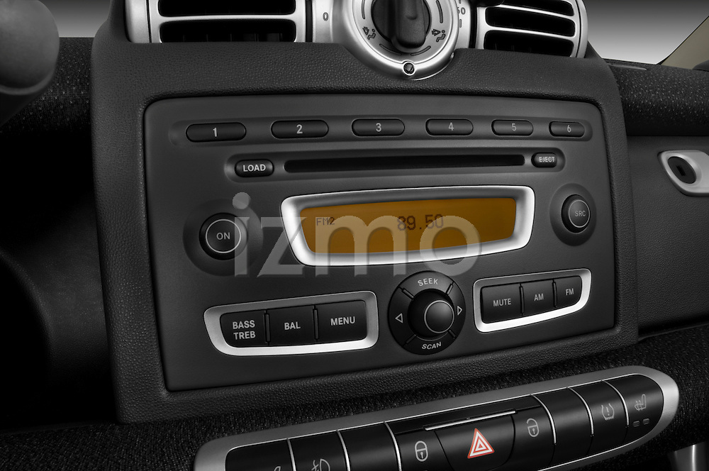 Stereo audio system close up detail view of a 2009 SmartForTwo Cabriolet