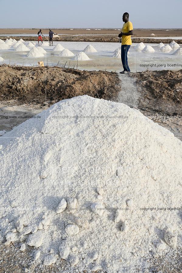 SENEGAL, Kaolack, salt works in sea-salt pans in Saloum river delta / Salzgewinnung in den Salinen der Lagune Saloum