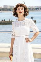 Olivia Ross pose lors du photocall de KNIGHTFALL pendant le MIPTV a Cannes, le mardi 4 avril 2017.