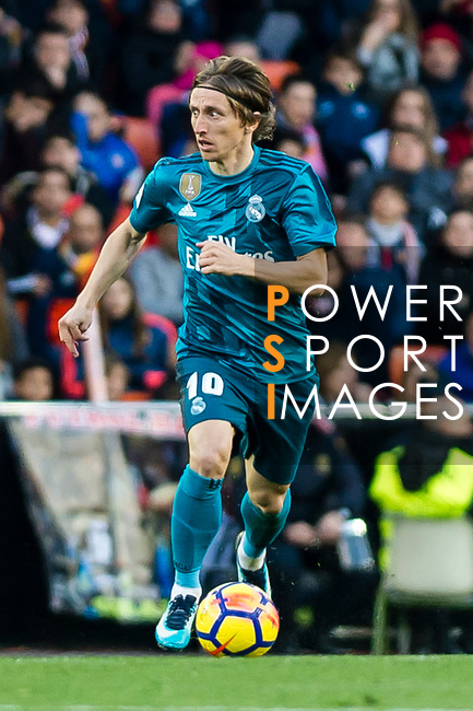 Luka Modric of Real Madrid in action during the La Liga 2017-18 match between Valencia CF and Real Madrid at Estadio de Mestalla  on 27 January 2018 in Valencia, Spain. Photo by Maria Jose Segovia Carmona / Power Sport Images