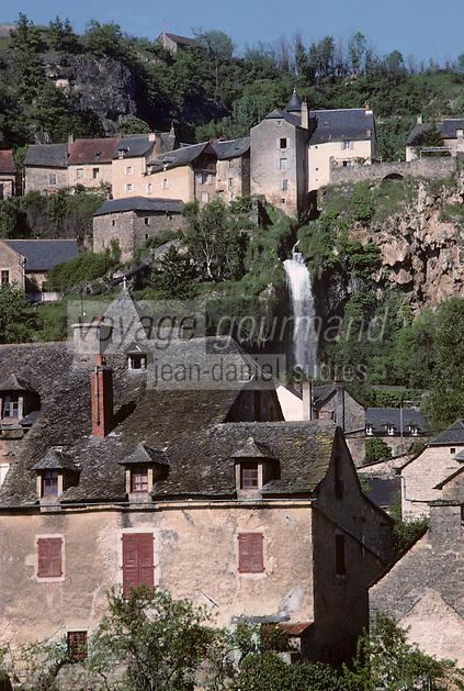 Europe/France/Auvergne/12/Aveyron/Salles-la-Source: La cascade et les deux villages