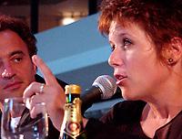 Conférence de presse   L'Intervention de l'Amour  (CO )  Canada<br /> Claude Demers ;  réalisateur / Scénariste<br /> Pascale Montpetit ;  actrice<br /> MENTION OBLIGATOIRE :  © Pierre Roussel, 2000