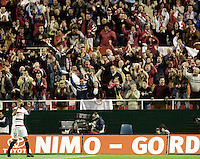 Seville's Frederic Kanoute celebrates his goal during his UEFA Cup quarter-final, first leg soccer match between Tottenham Hotspur and Seville at Ramon Sanchez Pizjuan stadium in Seville April 5, 2007. (INSIDE/ALTERPHOTOS/Steve Clark) Coppa Uefa Siviglia Tottenham