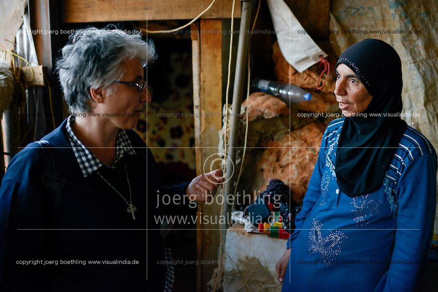 LEBANON Deir el Ahmad, a maronite christian village in Beqaa valley, syrian refugee camp / LIBANON Deir el Ahmad, ein christlich maronitisches Dorf in der Bekaa Ebene, Good Shepherds Sisters der maronitischen Kirche, Schwester Amira Tabet im Camp fuer syrische Fluechtlinge, Besuch Familie Bassimeh Al Rifai, die Tochter Roya Nayef geht zur Schule der Good Shephaerd sisters
