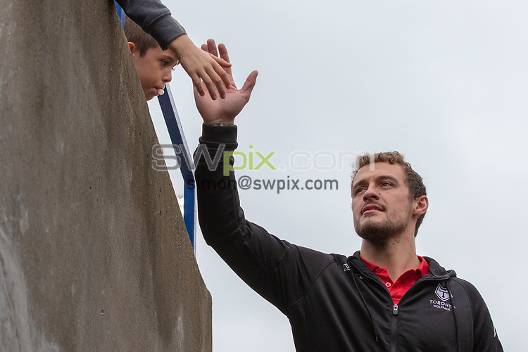 Picture by Kevin Sousa/SWpix.com - 07/10/2018 - Rugby League - Betfred Super League - The Qualifiers - Million Pound Game - Toronto Wolfpack v London Broncos - Lamport Stadium, Toronto, Canada - Liam Kay of the Toronto Wolfpack greets fans.