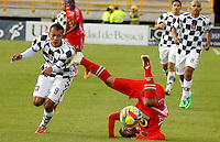 TUNJA -COLOMBIA, 12-04-2014. Juan David Perez (izq) de Boyacá Chicó disputa el balón con Leonardo Prisco (Der) de Patriotas FC durante partido válido por la fecha 17 de la Liga Postobón I 2014 realizado en el estadio La Independencia en Tunja./ Boyaca Chico player Juan David Perez (L) fights for the ball with Patriotas FC player Leonardo Prisco (R) during match valid for the 17th date of Postobon League I 2014 at La Independencia stadium in Tunja. Photo: VizzorImage/Jose Miguel Palencia/STR