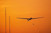 Deutschland, Hamburg, Boberg, Segelfliegen, Luftsport, Windenschlepp, ASK 21, Abendrot, Sonnenuntergang