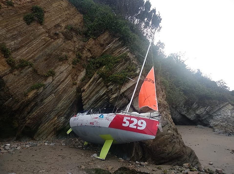 You win some, you lose some….with some interesting Galician rock structures convenient for study, Black Mamba is going no further in the Mini Transat 2021