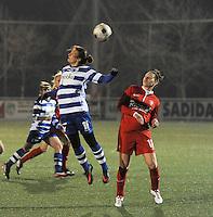 AA GENT LADIES - FC TWENTE :<br /> kopbalduel tussen Evy De Smedt (L) en Larissa Wigger (R)<br /> foto Dirk Vuylsteke / Nikonpro.be