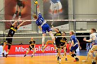 24-04-2021: Volleybal: Amysoft Lycurgus v Draisma Dynamo: Groningen smash Lycurgus speler Bennie Tuinstra