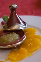 """Europe/France/Normandie/Basse-Normandie/61/orne/Alençon:   Carpaccio d'oranges au sirop  de safran et confiture d'olives  recette de  James Henri  du restaurant """"Le Chapeau rouge"""""""