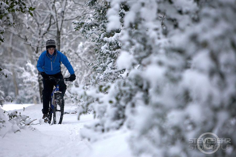 Sam Behr riding Kona Nunu mountain bike in snow..Wentworth, Virginia Water , Surrey ..February 2009..pic copyright Steve Behr / Stockfile