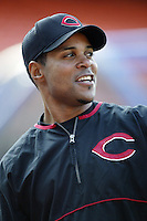 Barry Larkin of the Cincinnati Reds before a 2002 MLB season game against the Los Angeles Dodgers at Dodger Stadium, in Los Angeles, California. (Larry Goren/Four Seam Images)