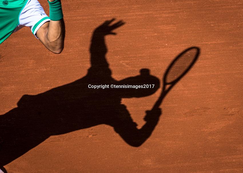 Paris, France, 5 June, 2017, Tennis, French Open, Roland Garros,  schaduw of a service<br /> Photo: Henk Koster/tennisimages.com