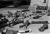 """Mazamet (Tarn). 17 mai 1973. Opération """"Mazamet ville morte"""" ou """"La ville rayée de la carte"""" .<br /> <br /> Est une opération médiatique organisée par la Sécurité routière. Durant 15 minutes les habitants de mazamet ont du se coucher sur la chaussée pour symboliser les 16610 personnes tuées sur les routes de France en 1972 (Mazamet comptait alors environ 16000 habitants)."""