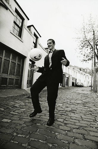 RANGERS MONTHLY FEATURE, BARRY FERGUSON PLAYING KEEPIE UPPIE IN A COBBLED LANE, ROB CASEY PHOTOGRAPHY.