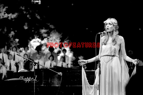 Twiggy 1975 with Eddie Hardin on piano at Roger Glover's Butterfly Ball at The Royal Albert Hall om October 16th 1975.<br /> © Chris Walter