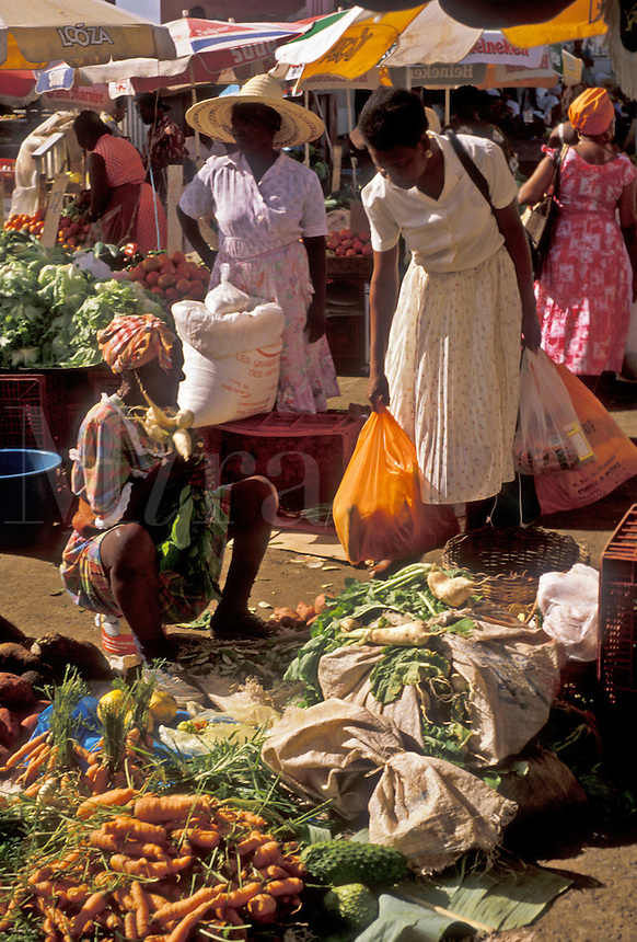 "AJ2458, market, Guadeloupe, Caribbean, Caribbean Islands, Local people shopping at street market on Market Day in Pointe-a-Pitre on the island of Grand Terre in Guadeloupe (a French Department) """"The Emerald Isle""""."