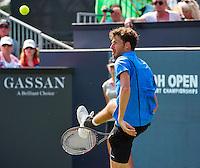 Den Bosch, Netherlands, 07 June, 2016, Tennis, Ricoh Open, Robin Haase (NED) returns a shot between his leggs, a tweener<br /> Photo: Henk Koster/tennisimages.com