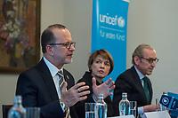 UNICEF-Neujahrsgespraech mit Schirmherrin Elke Buedenbender am Dienstag den 29. Januar 2019 im Schloss Bellevue.<br /> Teilnehmerinnen und Teilnehmer:<br /> Elke Buedenbender, Schirmherrin UNICEF Deutschland (Mitte); Georg Graf Waldersee, Vorsitzender UNICEF Deutschland (rechts); Ted Chaiban, Programmdirektor UNICEF International (links) und Jess Mukeba (16), Gymnasiast aus Offenburg, Mitglied des UNICEF Junior-Beirats.<br /> 29.1.2019, Berlin<br /> Copyright: Christian-Ditsch.de<br /> [Inhaltsveraendernde Manipulation des Fotos nur nach ausdruecklicher Genehmigung des Fotografen. Vereinbarungen ueber Abtretung von Persoenlichkeitsrechten/Model Release der abgebildeten Person/Personen liegen nicht vor. NO MODEL RELEASE! Nur fuer Redaktionelle Zwecke. Don't publish without copyright Christian-Ditsch.de, Veroeffentlichung nur mit Fotografennennung, sowie gegen Honorar, MwSt. und Beleg. Konto: I N G - D i B a, IBAN DE58500105175400192269, BIC INGDDEFFXXX, Kontakt: post@christian-ditsch.de<br /> Bei der Bearbeitung der Dateiinformationen darf die Urheberkennzeichnung in den EXIF- und  IPTC-Daten nicht entfernt werden, diese sind in digitalen Medien nach §95c UrhG rechtlich geschuetzt. Der Urhebervermerk wird gemaess §13 UrhG verlangt.]