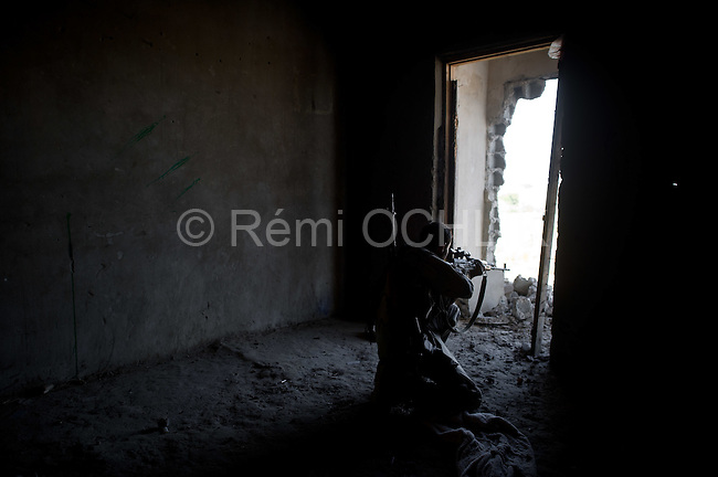 Remi OCHLIK/Neus photo - On august, 24, 2011 In Tripoli - Freedom fighters from jebel Nefoussa try to put down a Gaddafi snipper in the Guarian district of TRipoli