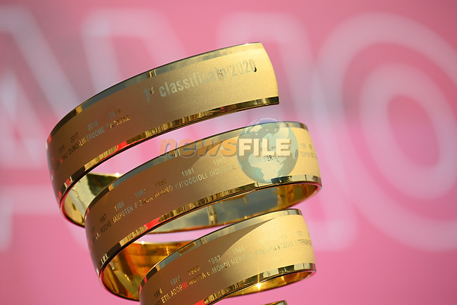 The Trofeo Senza Fine on display at sign on before the start of Stage 2 of the 103rd edition of the Giro d'Italia 2020 running 149km from Alcamo to Agrigento, Sicily, Italy. 4th October 2020.  <br /> Picture: LaPresse/Marco Alpozzi | Cyclefile<br /> <br /> All photos usage must carry mandatory copyright credit (© Cyclefile | LaPresse/Marco Alpozzi)