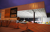 """SÃO PAULO,SP, 02 NOVEMBRO - QUEDA PARTE TETO OBRA AEROPORTO GUARULHOS<br /> Uma parte da estrutura auxiliar de sustentação dos dutos de ar condicionado cedeu na obra do novo terminal de passageiros domésticos do Aeroporto de Cumbica"""". Os dois feridos foram atendidos e liberados logo após o incidente e a situação na obra foi normalizada. FOTO ALE VIANNA - NEWS FREE."""