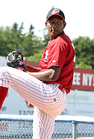 July 17, 2003:  Pitcher Julio DelaCruz of the Batavia Muckdogs, Class-A affiliate of the Philadelphia Phillies, during a NY-Penn League game at Dwyer Stadium in Batavia, NY.  Photo by:  Mike Janes/Four Seam Images