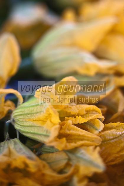 Europe/France/Provence-Alpes-Côte d'Azur/13/Bouches-du-Rhône/Arles: Fleurs de courgette, sur le marché