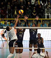 BOGOTÁ-COLOMBIA, 07-01-2020: María Marín y Yeisi Soto de Colombia, bloquean el ataque de balón a Maria José Pérez de Venezuela, durante partido entre Venezuela y Colombia en el Preolímpico Suramericano de Voleibol, clasificatorio a los Juegos Olímpicos Tokio 2020, jugado en el Coliseo del Salitre en la ciudad de Bogotá del 7 al 9 de enero de 2020. / Maria Marin y Yeisi Soto of Colombia, block the attack the ball to Maria Jose Perez of Venezuela, during a match between Venezuela and Colombia, in the South American Volleyball Pre-Olympic Championship, qualifier for the Tokyo 2020 Olympic Games, played in the Colosseum El Salitre in Bogota city, from January 7 to 9, 2020. Photo: VizzorImage / Luis Ramírez / Staff.