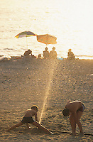 Europe/Italie/Calabre/Baganara : Enfants jouant sur la plage