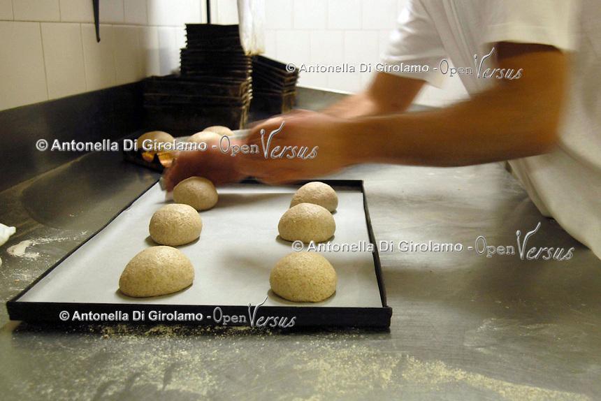 """Panis Naturae.<br /> Panificio biologico, specializzato nella produzione di pane a """"pasta acida"""", con farine di vari cereali, con prodotti da agricoltura biologica.<br /> Biological bakery, specializing in the production of bread to """"sour dough, with flour of various grains, with organic products."""