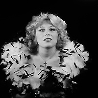 Portrait studio exclusif de<br /> la chanteuse CHATELAINE, vers 1980<br />  (date exacte inconnue)<br /> <br /> PHOTO :  Agence Quebec Presse - Roland Lachance