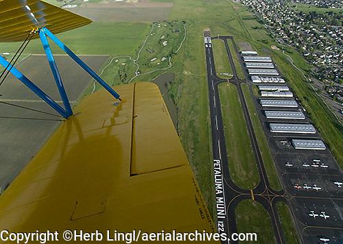 aerial photograph Petaluma Municipal Airport, Sonoma county, California