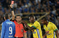 BOGOTA - COLOMBIA - 21 - 05 - 2016: Carlos Ortega (2 Izq), arbitro, muestra tarjeta roja a Michael Rangel (Izq.) jugador de Atletico Huila, durante partido de la fecha 19 entre Millonarios y Atletico Huila, de la Liga Aguila I-2016, jugado en el estadio Nemesio Camacho El Campin de la ciudad de Bogota.  / Carlos Ortega (2L), referee, shows red card to Michael Rangel (L), player of Atletico Huila, during a match between Millonarios and Atletico Huila, for the date 19 of the Liga Aguila I-2016 at the Nemesio Camacho El Campin Stadium in Bogota city, Photo: VizzorImage / Luis Ramirez / Staff.