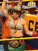 BARRANQUILLA-COLOMBIA- 24-10-2014. Liliana Palmera, boxeadora colombiana, obtuvo por decisión unánime, en su décimo intento, el título mundial del peso supergallo de la AMB ante la venezolana Ana Lozano, en pelea realizada este viernes por la noche en el coliseo de la Universidad del Norte de Barranquilla, en el marco de la velada 'Nocaut a las drogas'./ Liliana Palmera, a Colombian boxer, won a unanimous decision in his tenth attempt, world title WBA super bantamweight before Venezuelan Ana Lozano, in a fight on Friday night at the Coliseum at the University of North London, as part of the evening 'Knock on drugs'. Photo: VizzorImage/Alfonso Cervantes/STR