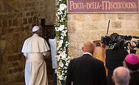 Papa Francesco visita la chiesa della Porziuncola, all'interno della Basilica di Santa Maria degli Angeli, in occasione dell'800esimo anniversario del Perdono di Assisi, 4 agosto 2016.<br /> Pope Francis arrives to attend a visit to the Porziuncola chapel at Santa Maria degli Angeli church to mark the 800th anniversary of the Pardon of Assisi, 4 August 2016.<br /> UPDATE IMAGES PRESS/Riccardo De Luca<br /> <br /> STRICTLY ONLY FOR EDITORIAL USE