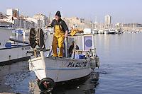 - Marsiglia, pescatori nel Porto Vecchio<br /> <br /> - Marseille, - Marseille, fishermen in the Old Port