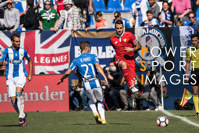 Vitolo of Sevilla FC competes for the ball with Ruben Perez of Deportivo Leganes during their La Liga match between Deportivo Leganes and Sevilla FC at the Butarque Municipal Stadium on 15 October 2016 in Madrid, Spain. Photo by Diego Gonzalez Souto / Power Sport Images